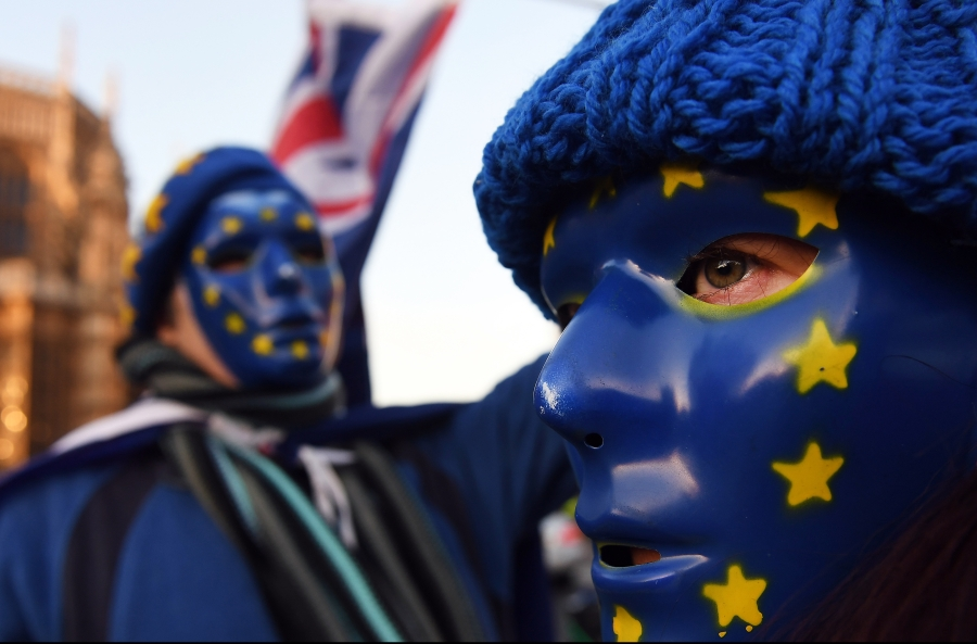 Pre EU protesters demonstrate outside parliament